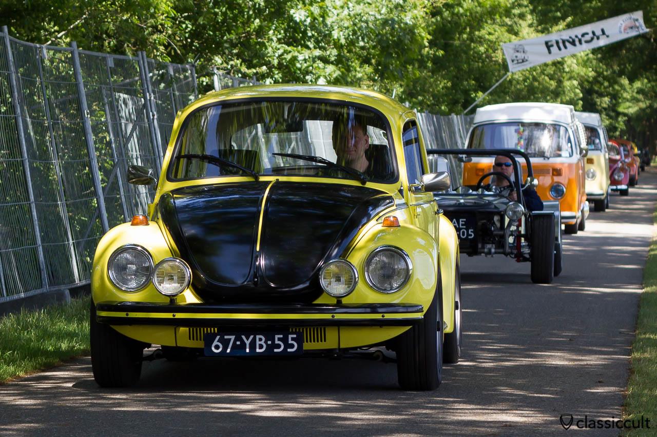 VW gelb schwarzer Renner Beetle at IKW Wanroij Sprint