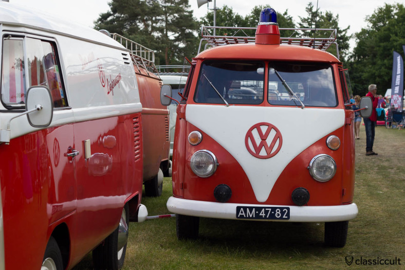 VW T1 Split Panel Bus with blue light and fanfare horn