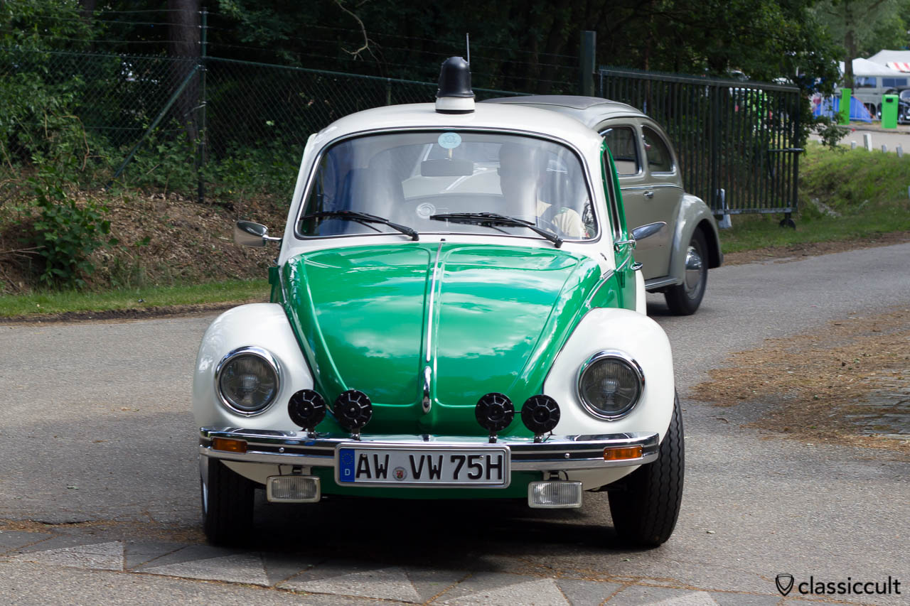 VW Police Bug with fanfare horns (wow, 4x) is leaving IKW Wanroij. The driver from Ahrweiler Germany put a cover on the blue lamp at the roof, because he does not want to use the lamp on the German Autobahn.