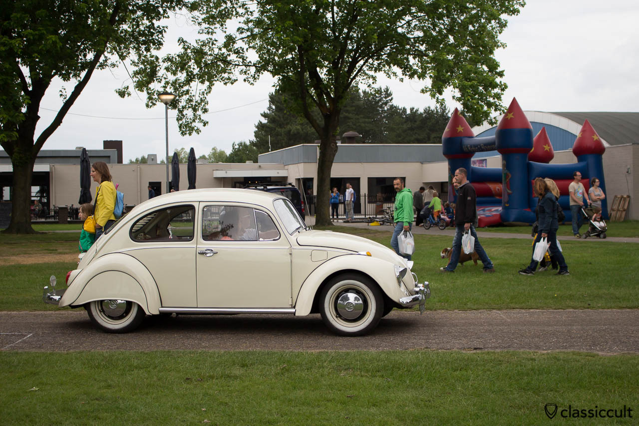 VW Beetle with fender skirts