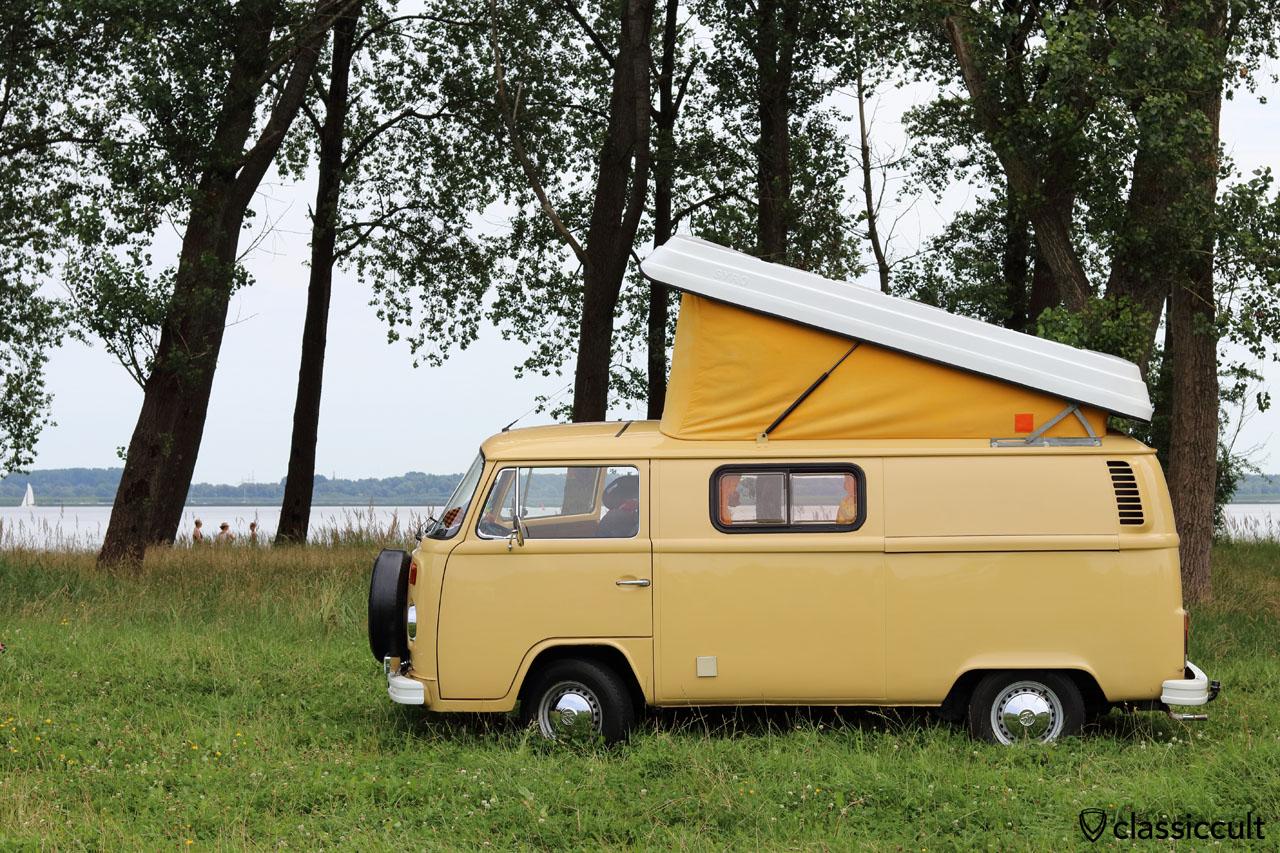 T2b Eigenbau Camping Bus am Elbstrand