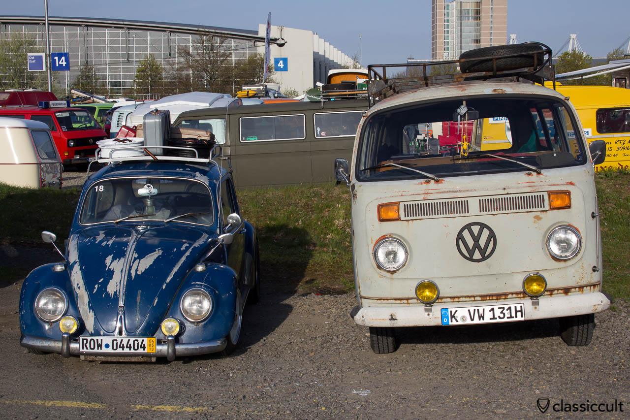 VW Käfer mit gemachter Patina und T2 Bus mit echter Patina