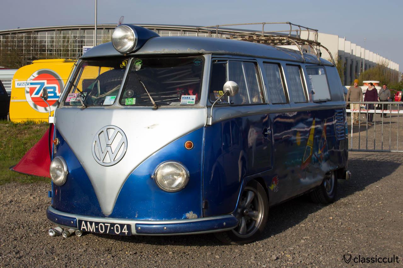 tiefer T1 Bus mit Zusatzscheinwerfer