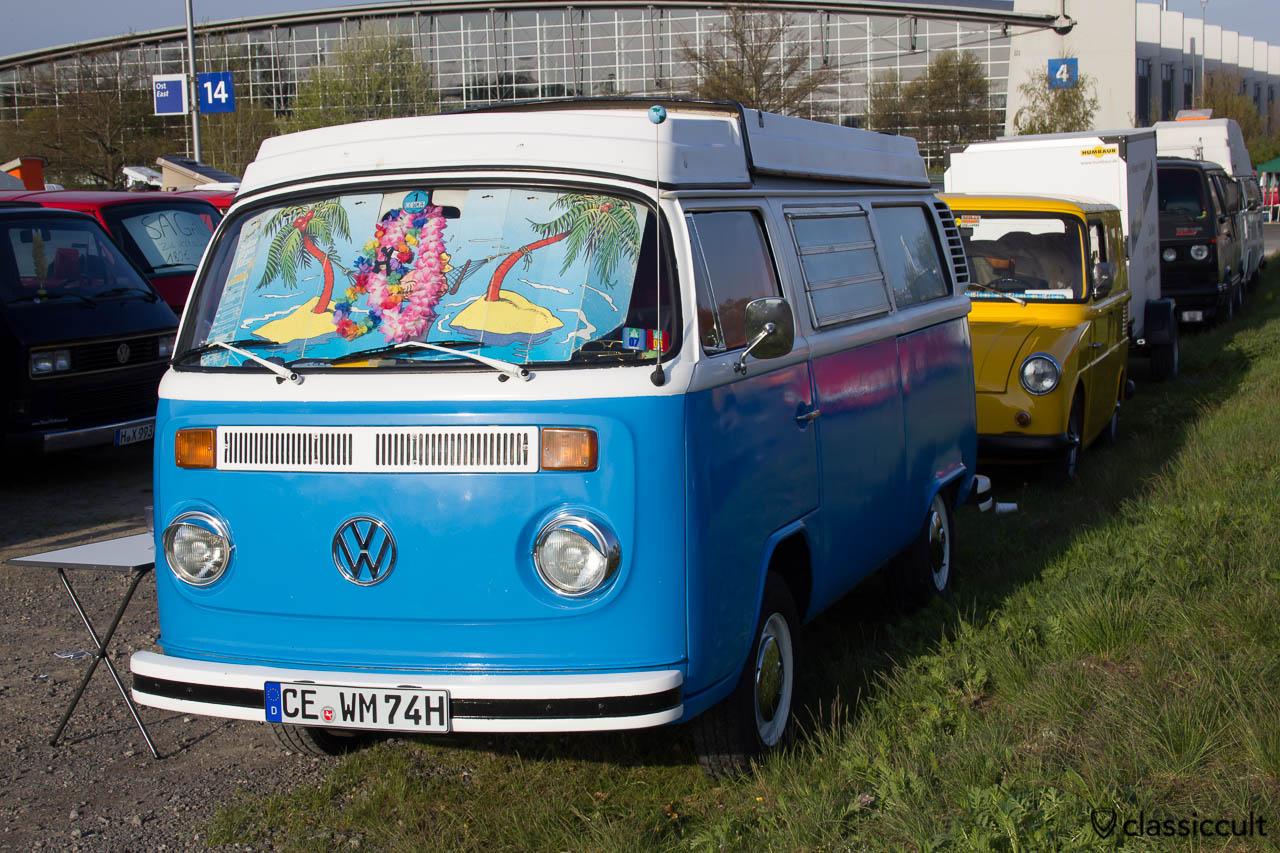 blau weisser VW T2 Camper