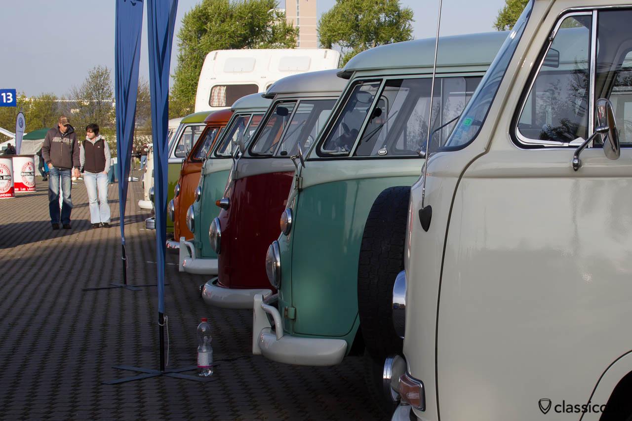 VW Busse auf dem Maikaefertreffen 2013 Show & Shine Parkplatz