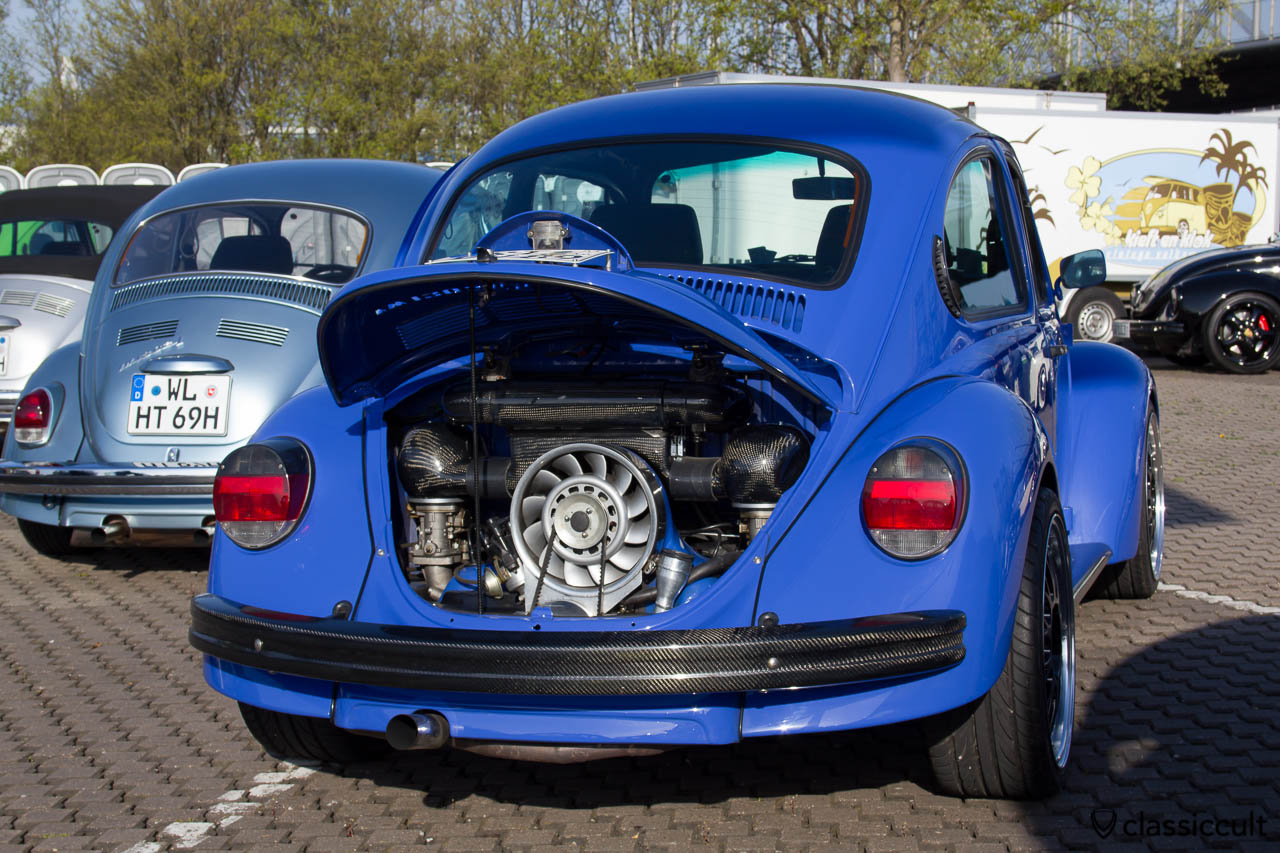 blauer VW Käfer mit Porschemotor