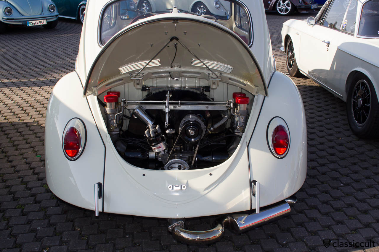 VW Cal Look Käfer mit T-Bar Stoßstange und getuntem Motor
