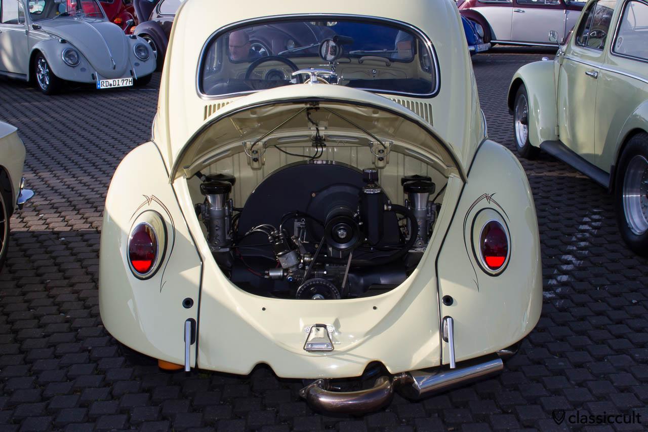Cal Look VW Käfer mit getuntem Motor und Pinstripe
