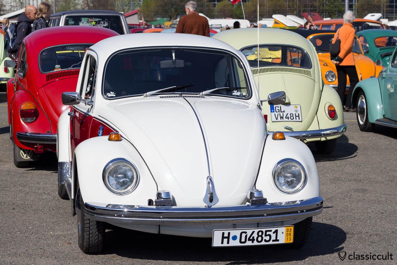 VW Käfer mit Fanfaren