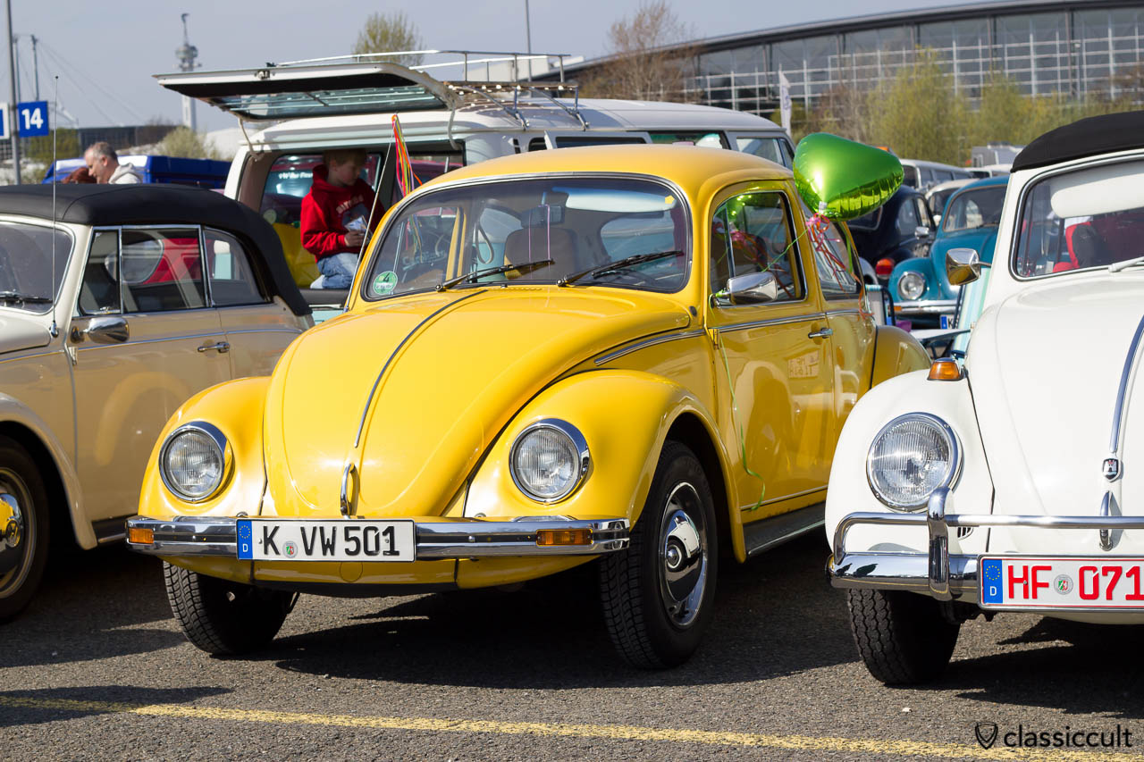 gelber VW Käfer