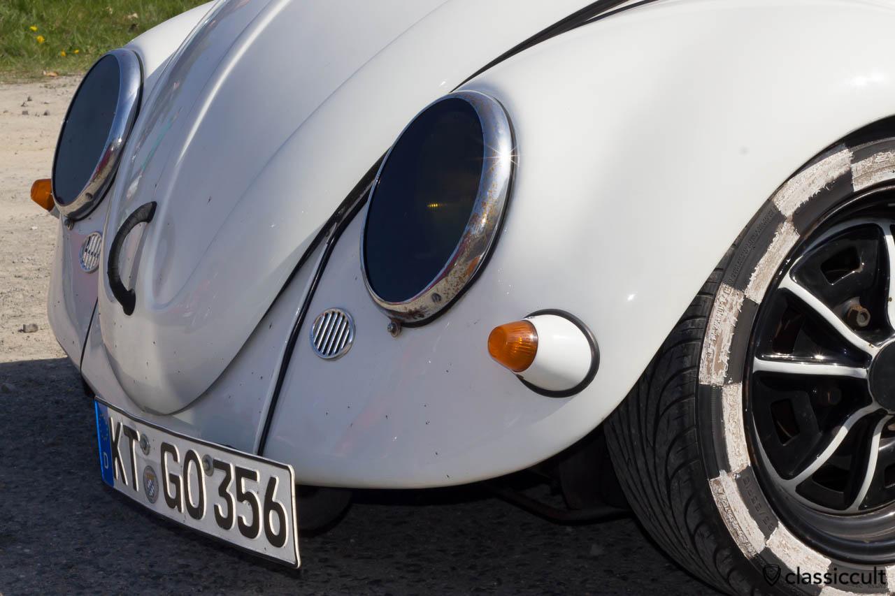 VW Käfer mit besonderen Scheinwerfern