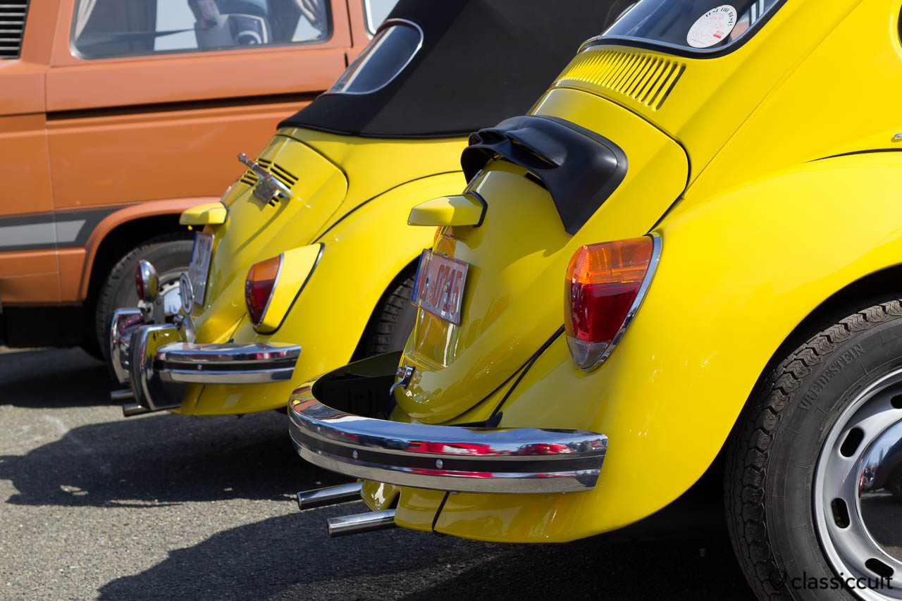 zwei gelbe Käfer Heckansicht