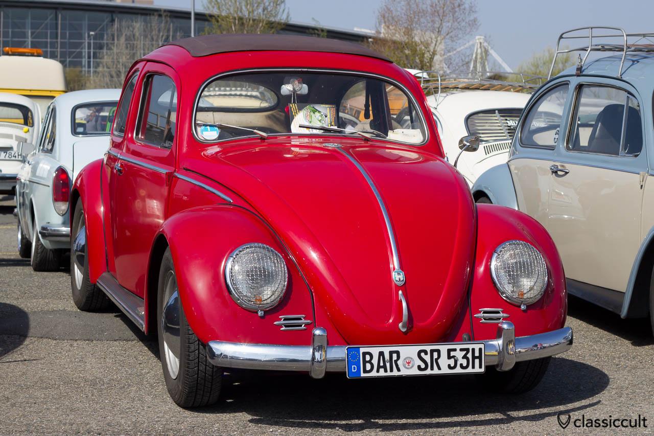 roter 1953 VW Ovali Faltdach