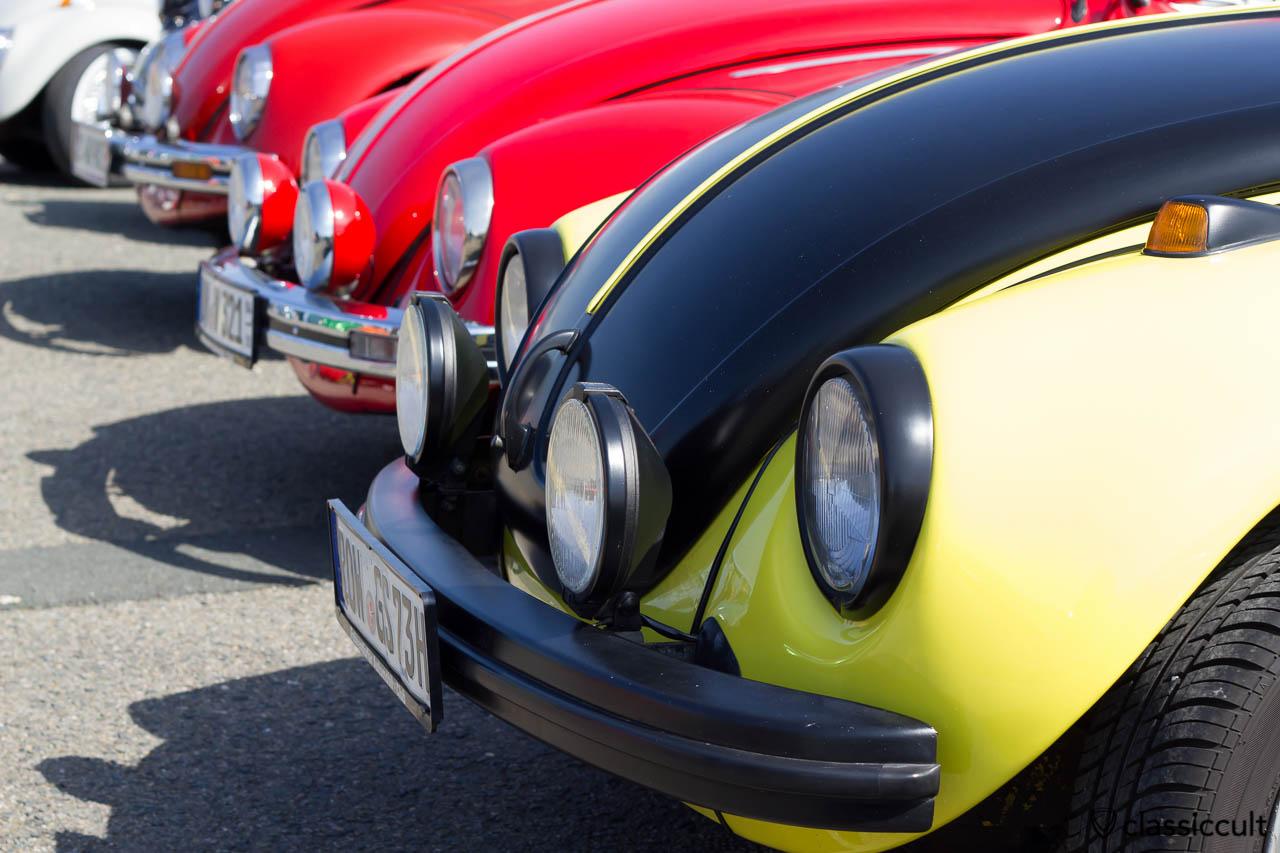 1973 VW Käfer gelb schwarz Fernscheinwerfer