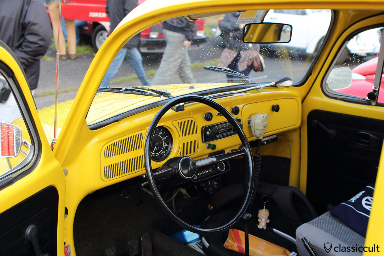 ADAC STRASSENWACHT VW 1300 dashboard