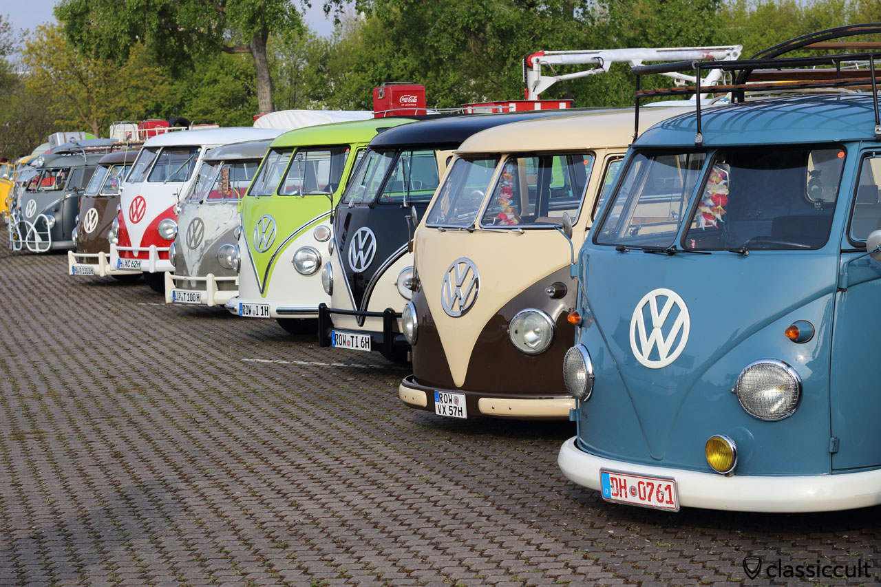 row of colorful Split Screen T1, Maikaefertreffen VW Meeting 2016