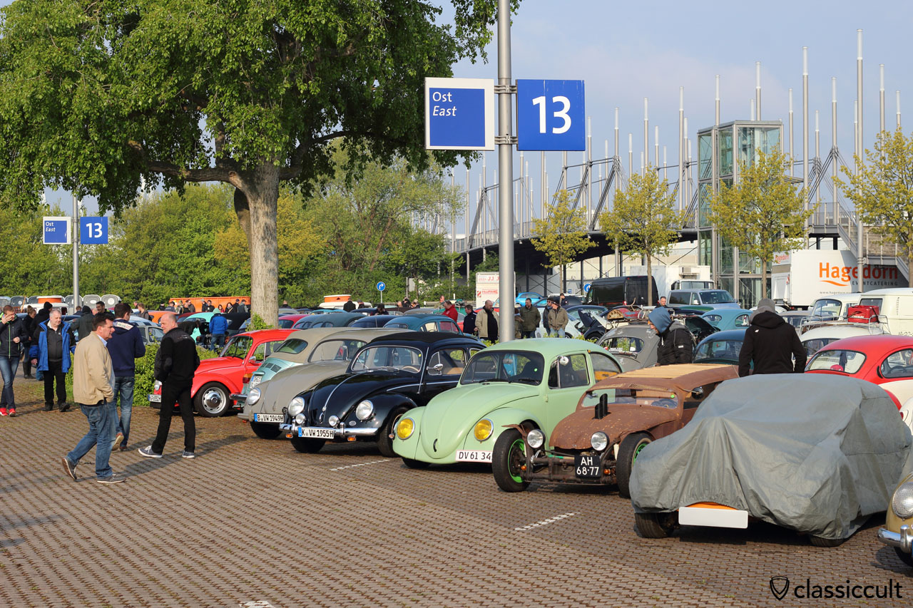 LOOK: 08:35 a.m. and one custom VW is still under the car cover, because the owner is still sleeping strong at Maikaefertreffen 2016