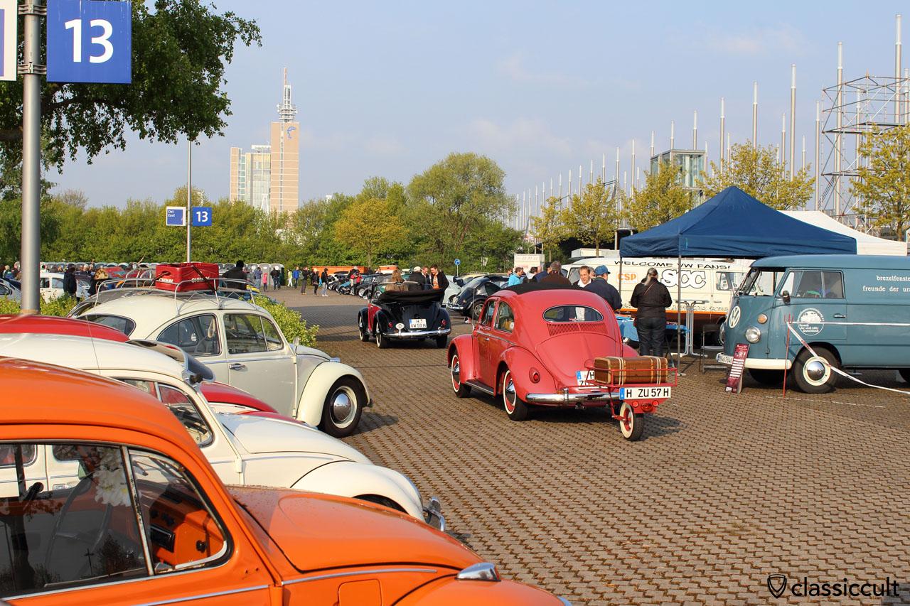 1957 Ragtop VW Oval Bug with single wheel trailer