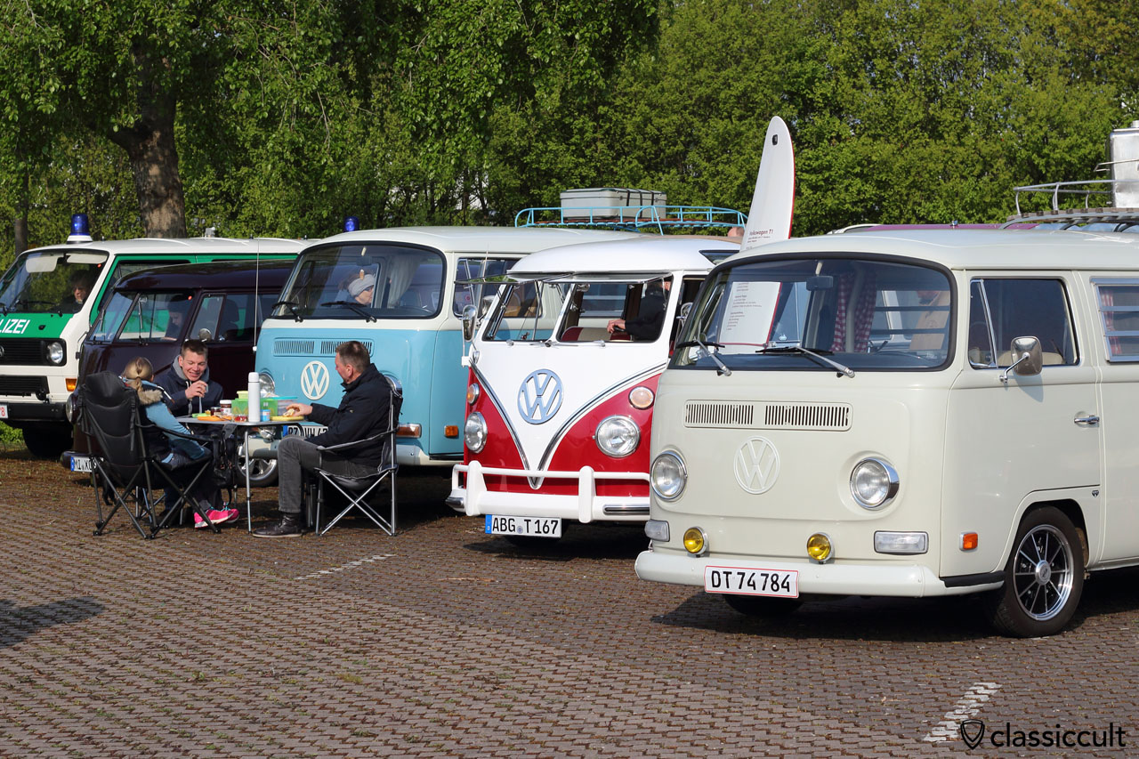 9:12 a.m. VW fans having breakfast
