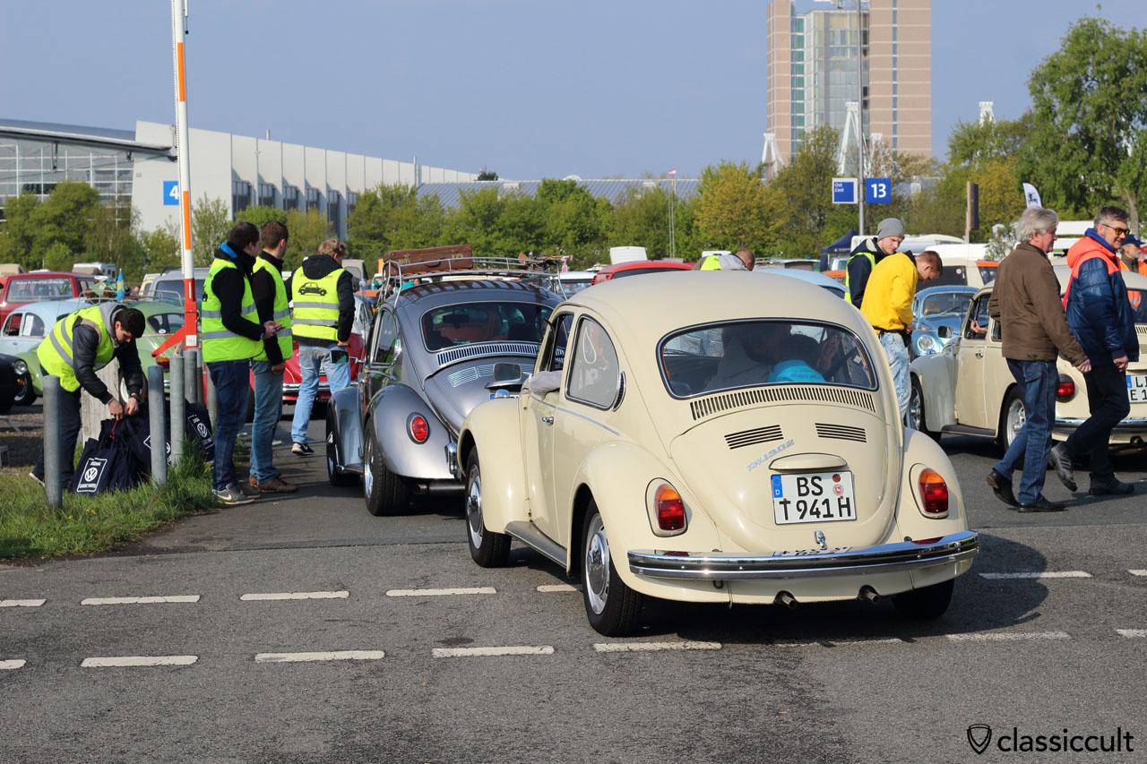 VW 1302 from Braunschweig at the entrance, 9:30 a.m.