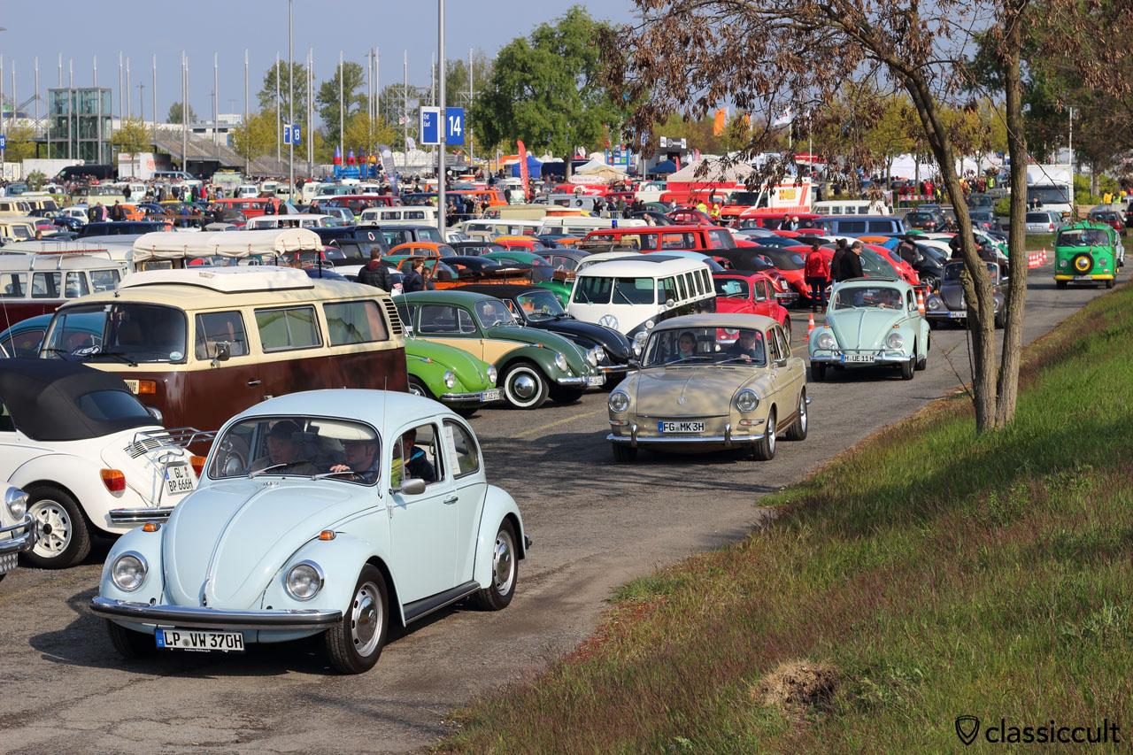 VW fans just arriving at Maikaefertreffen 2016, 9:38 a.m.
