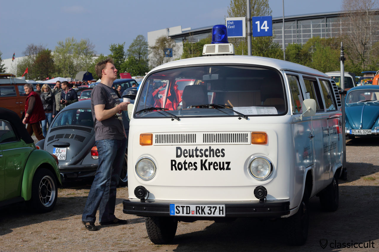 never restored and very interesting Deutsches Rotes Kreuz T2b Bus, before the Red Cross time it was a special German Einsatzwagen, the owner was so kind to show me the features like the power generator