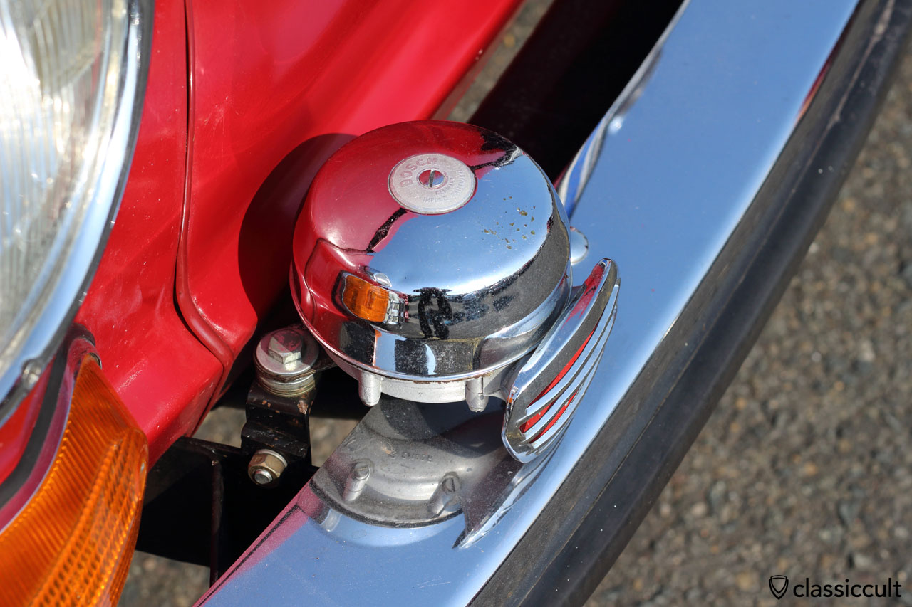 small Bosch fanfare horns mounted at the VW Type 3 bumper bracket