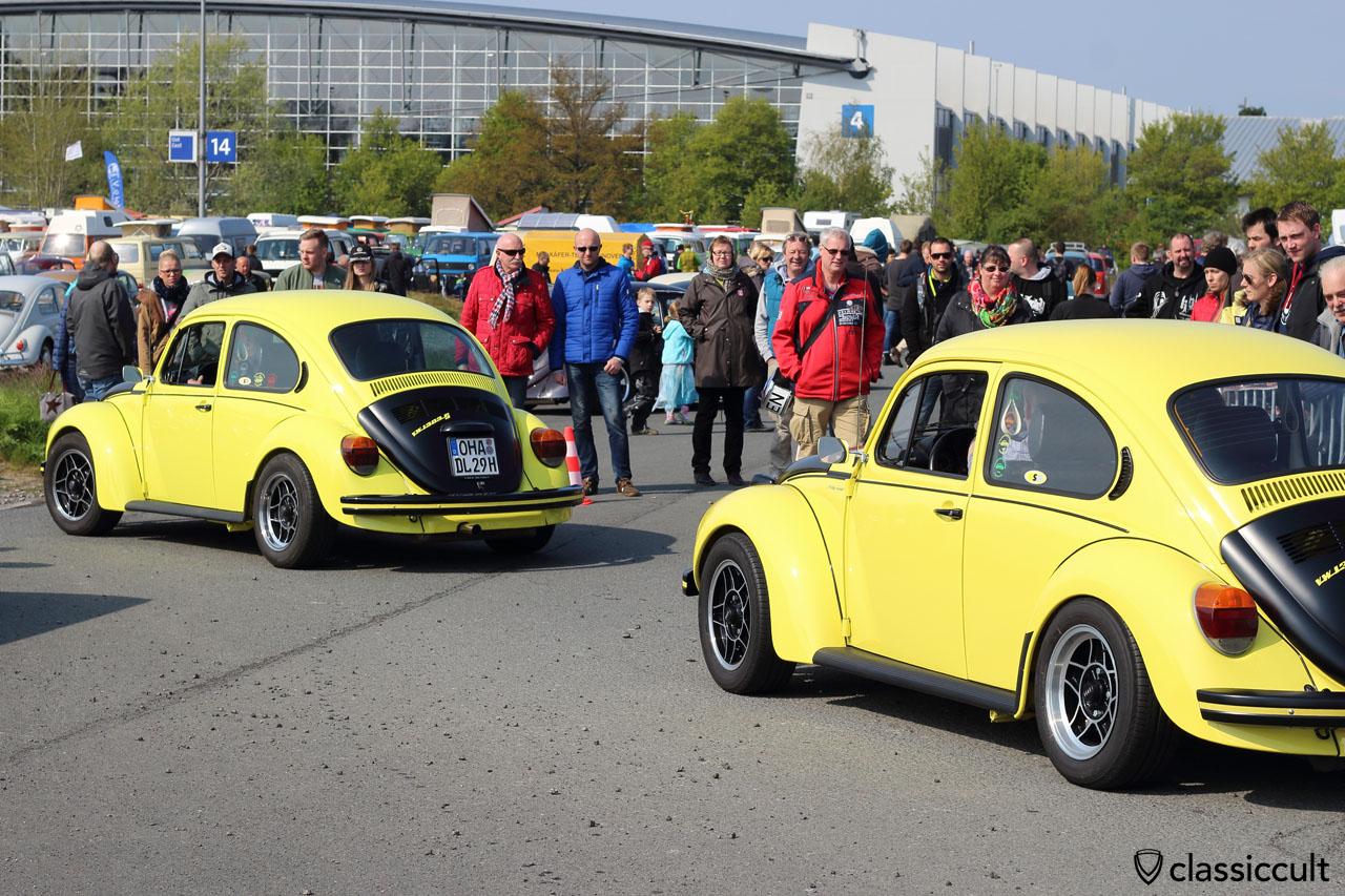 two VW 1302 S gelb-schwarze Renner, rare yellow-black racer Beetle