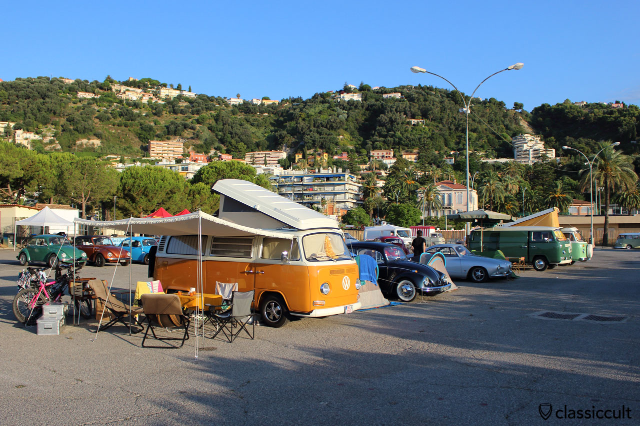 VW T2 1972 Westy Camper, Menton VW Show 2014-08-16, owner Andreas Fiedler from Germany sleeping at 7:42 a.m.