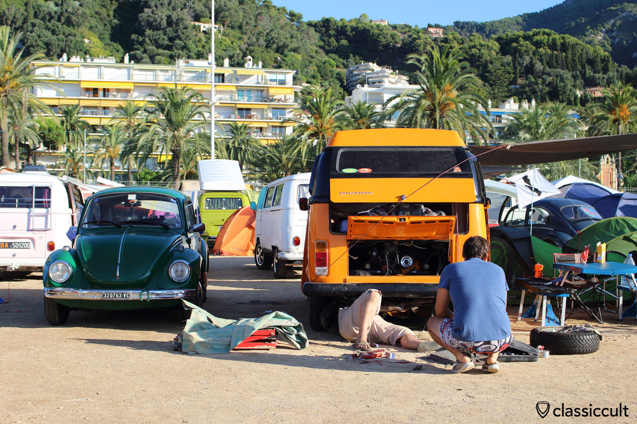 T2 Bus with motor problem at Menton VW Show 2014