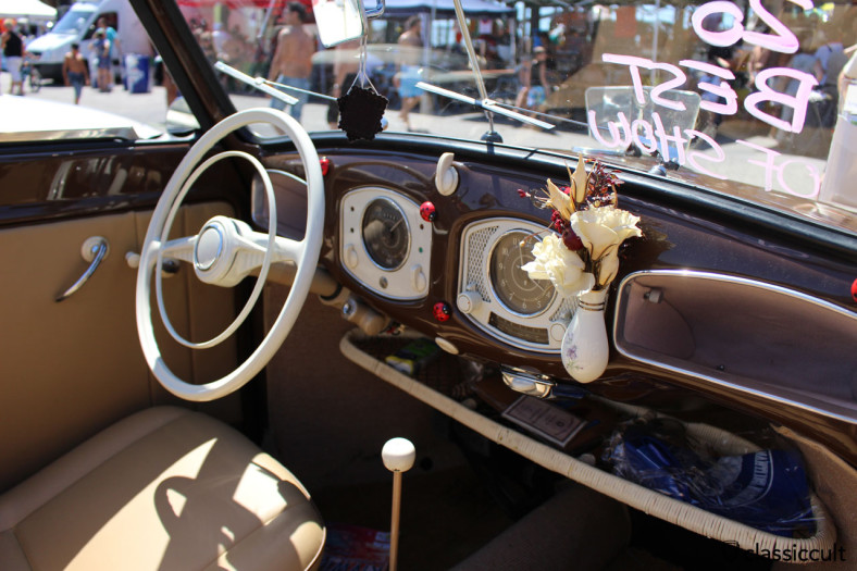 vw split cabrio dash