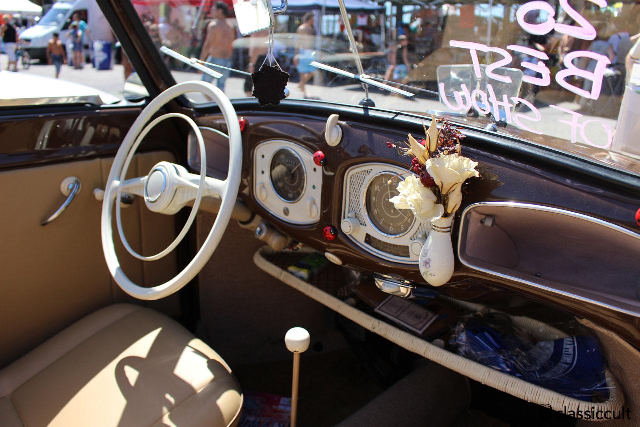 vw split cabrio dash
