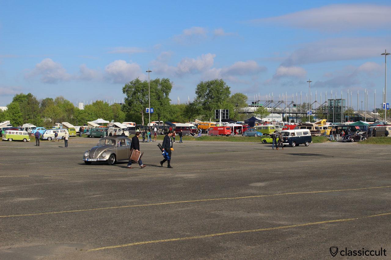 8:39 und der vordere Teil des Parkplatzes noch frei, früher wurde hier zuerst geparkt…