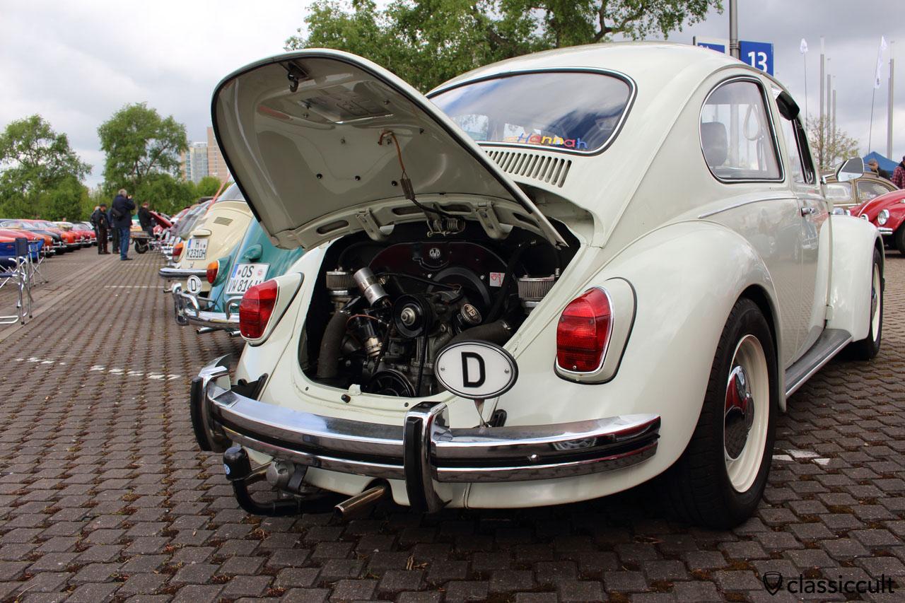VW Käfer mit Stoßstangenhörner und Wegu D-Schild