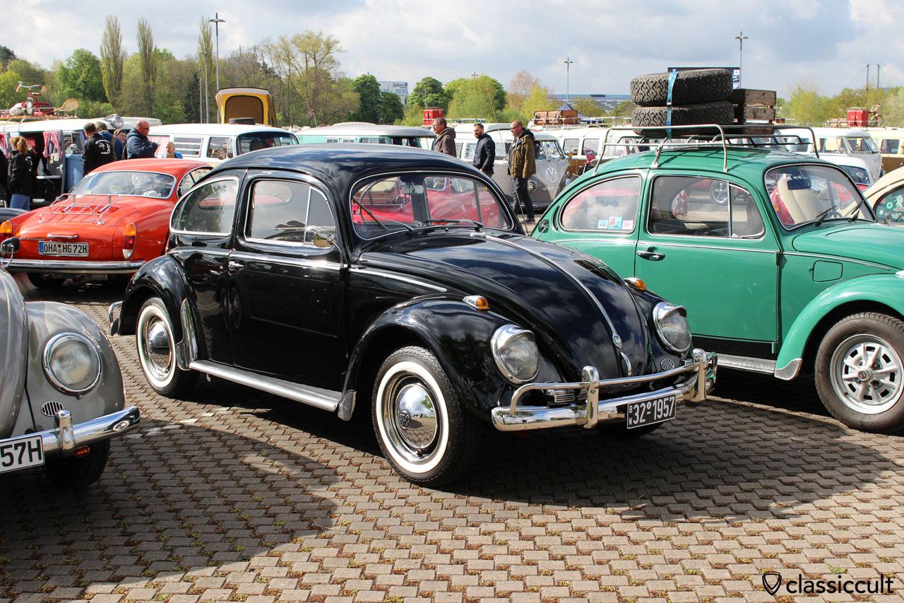 """1957 VW Ovali Käfer mit Vredestein Sprint Classic. Leider sind die Vredestein Sprint Classic Reifen flacher als original Diagonalreifen (z.B. von Camac) und daher ist er vorne leicht """"höhergelegt""""."""