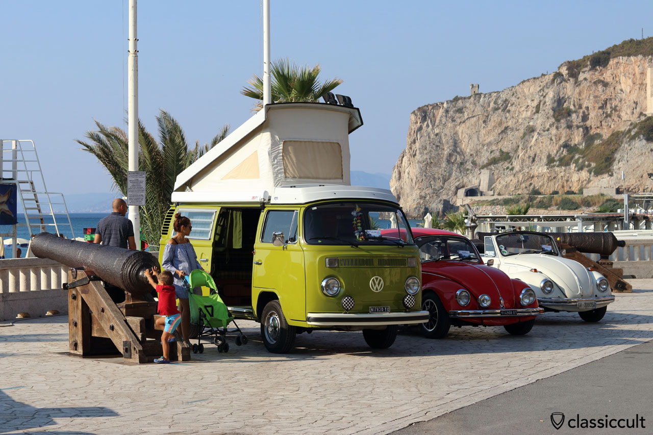 VW T2b Westfalia, Finale Ligure Beach