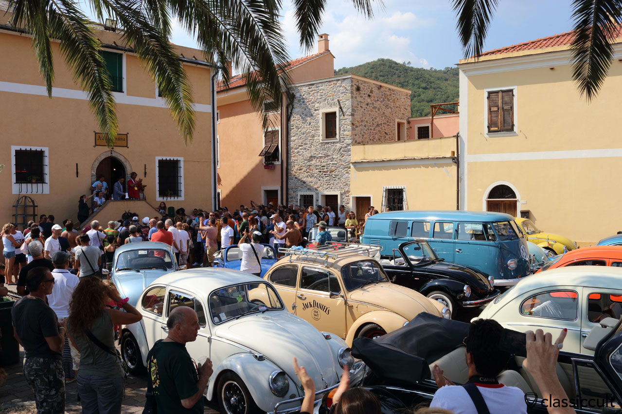 Lenti e Contenti VW Fans at San Michele church in Giustenice, 12:38 p.m.