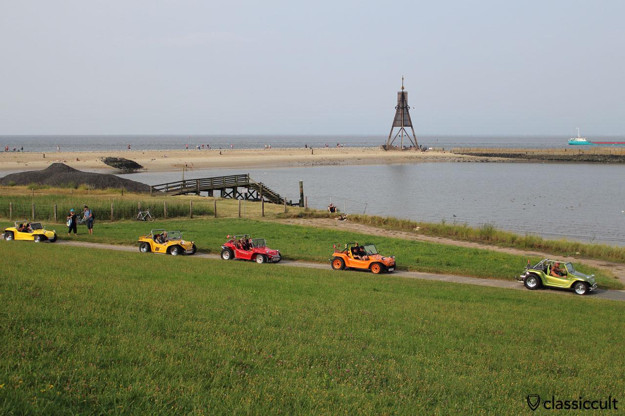 VW Buggy und Kugelbake, das Wahrzeichen von Cuxhaven