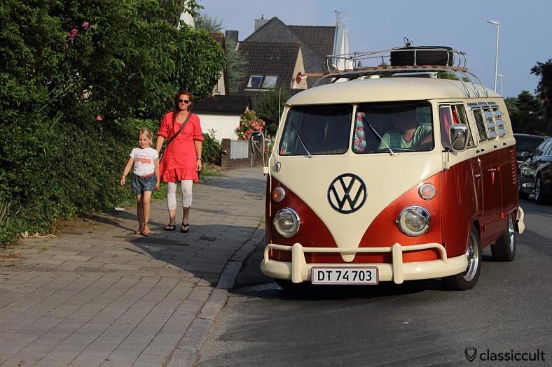 VW T1 Bus mit Dachgepäckträger