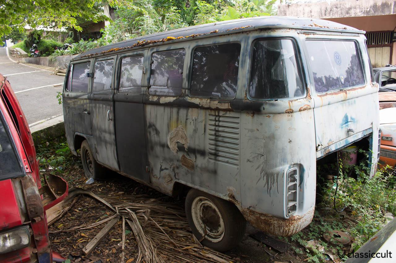I saw this rusty VW T2 Bus with IMI Ikatan Motor Indonesia sticker near Payakumbuh in Sumatra Indonesia. It is a Brazilian Bay (rear side).