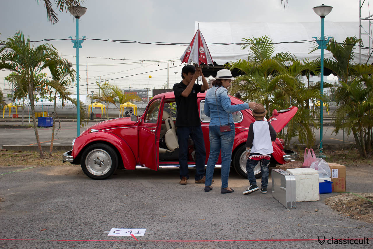 German speaking VW Beetle owner with family, it was just raining a minute…
