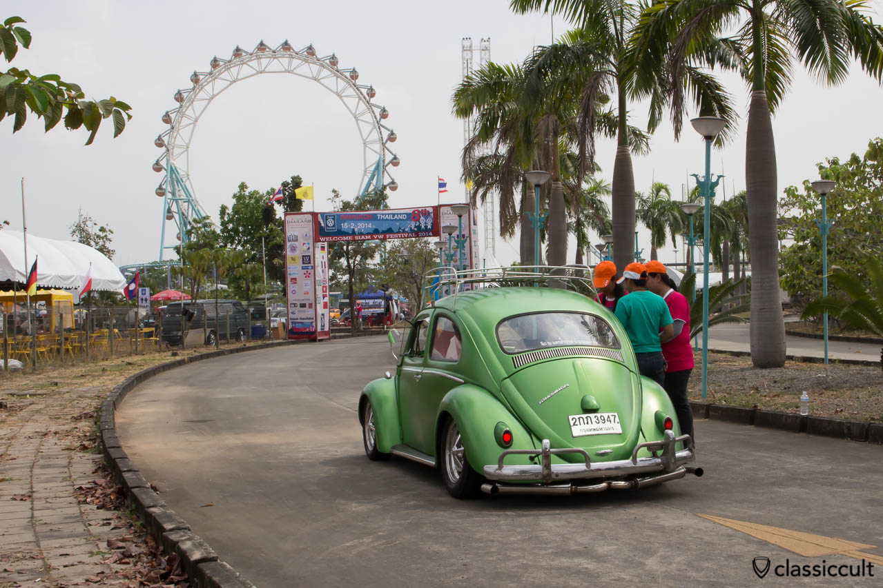 slammed VW Bug with roof rack, nice, at Siam VW Show 2014
