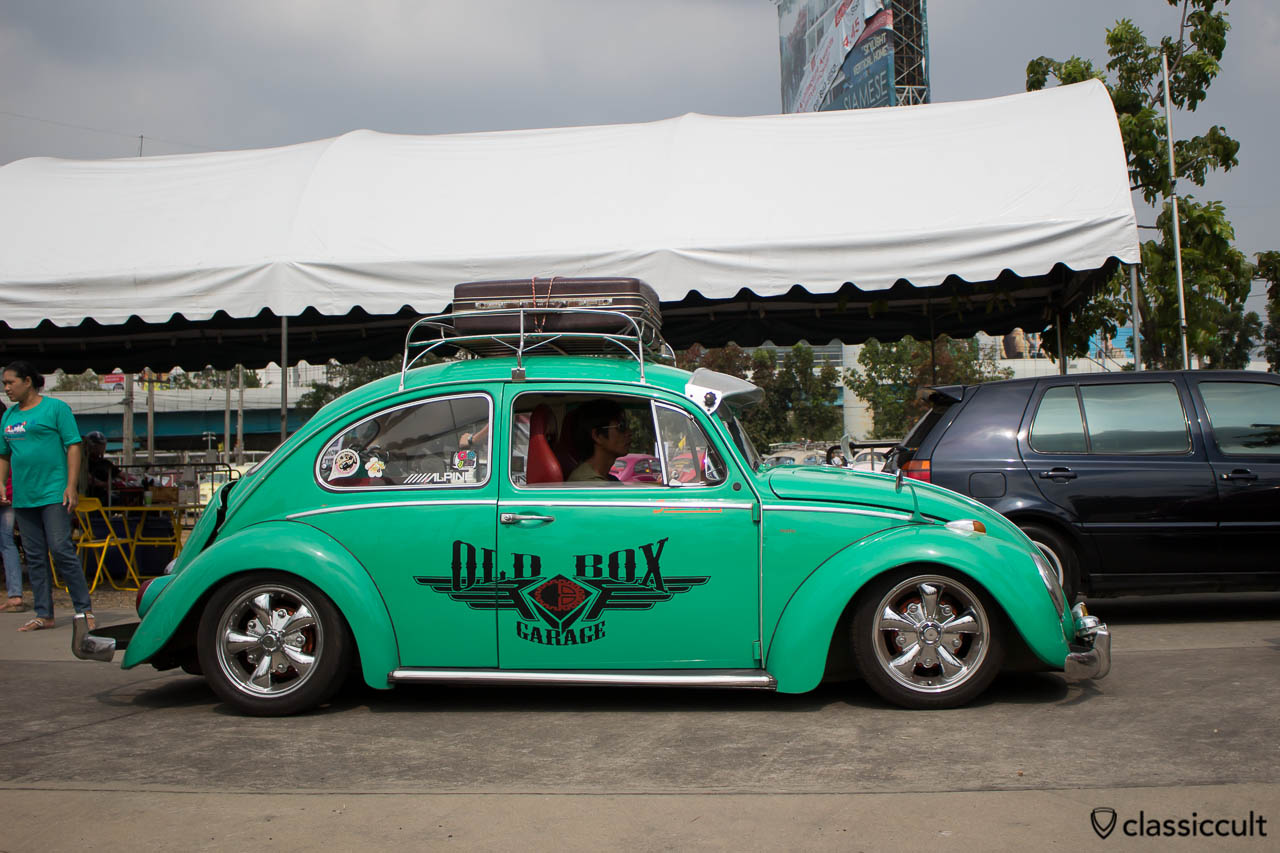 OLD BOX GARAGE Beetle with VW accessories like Albert mirror, roof rack and sun visor