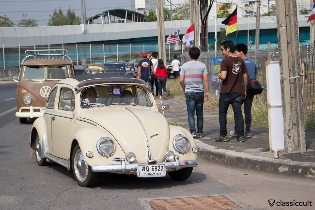 nice Oval RagTop Bug with rare vw accessories