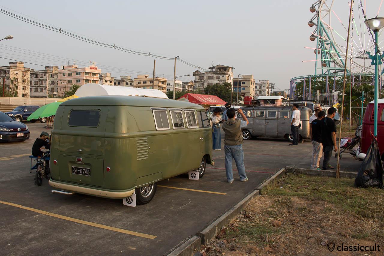 VW barndoor bus