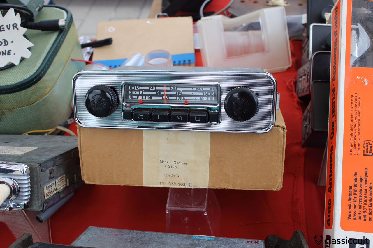 WOW, VW 111035103 E Radio in new old stock (nos) with box and only 350 EUR