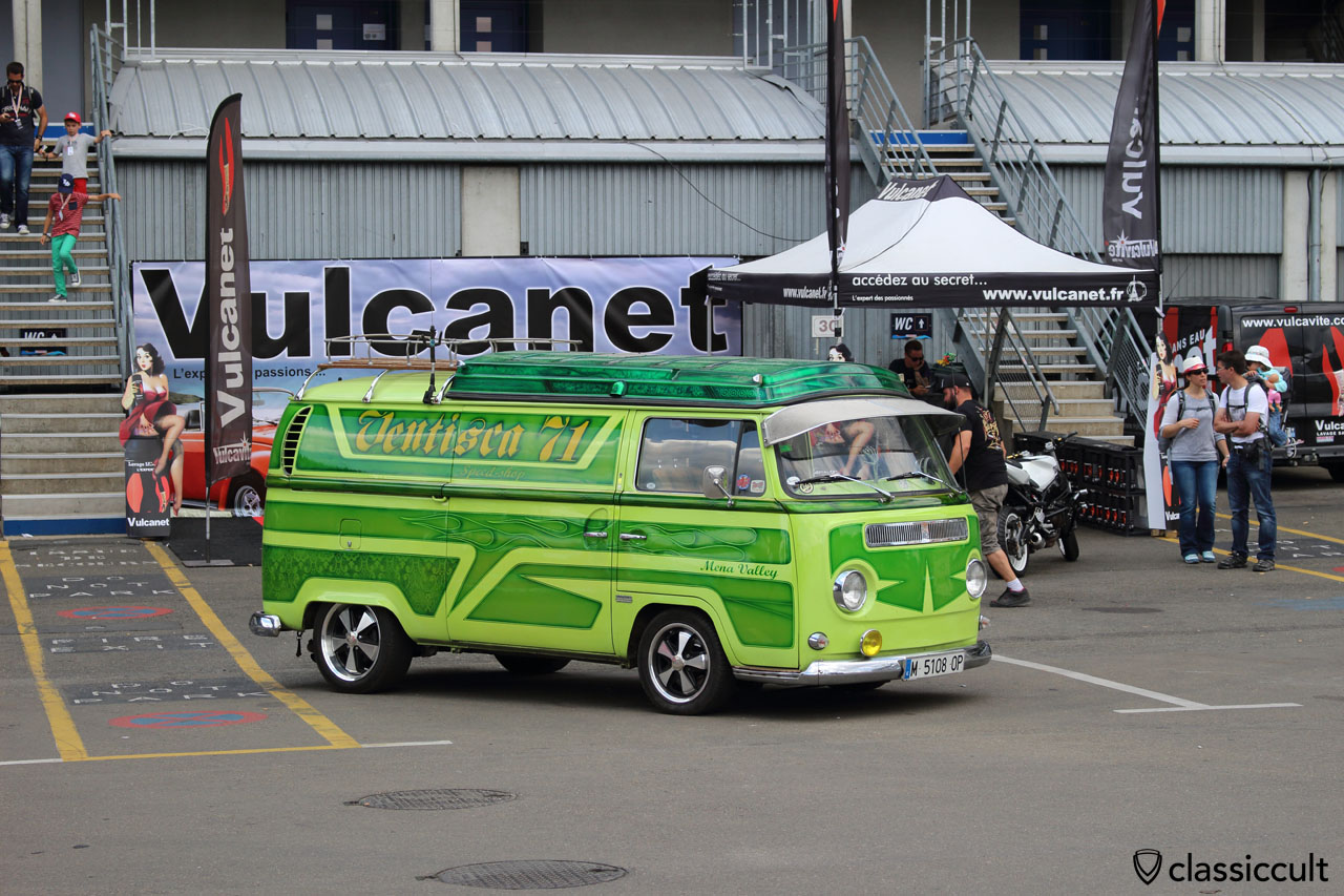 VW T2 Bus with external sun visor