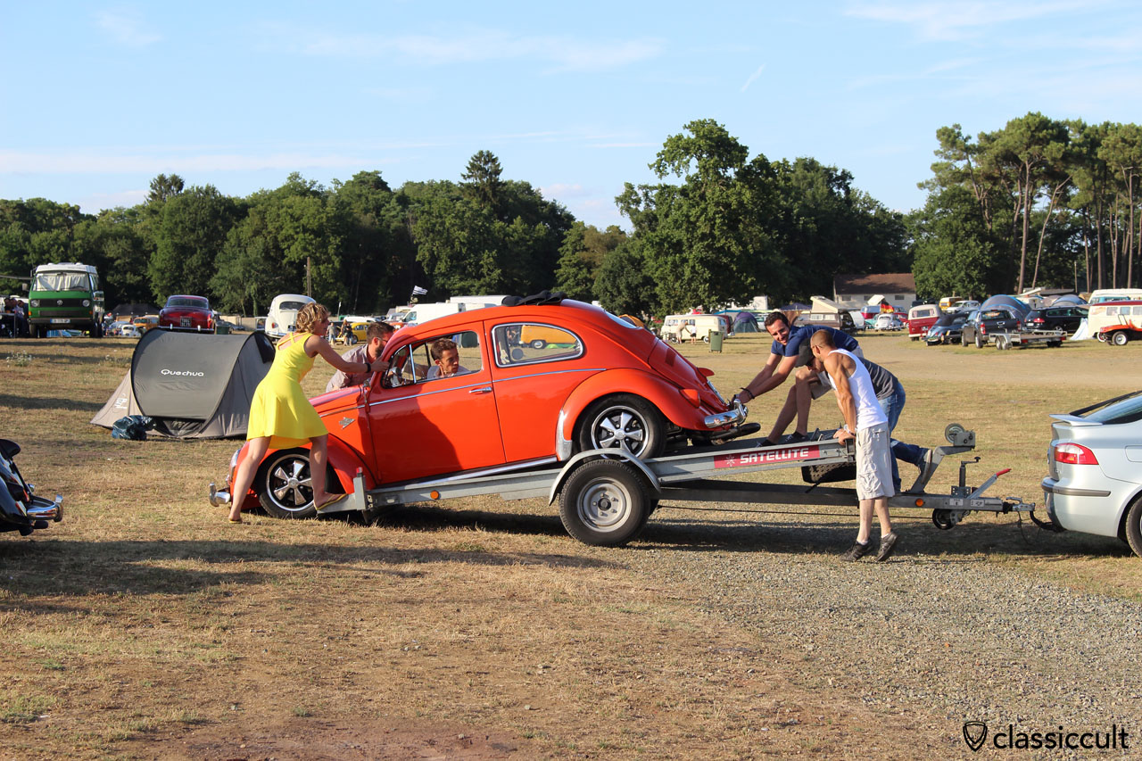 VW Oval on the way to the trailer, Super VW Festival 2015