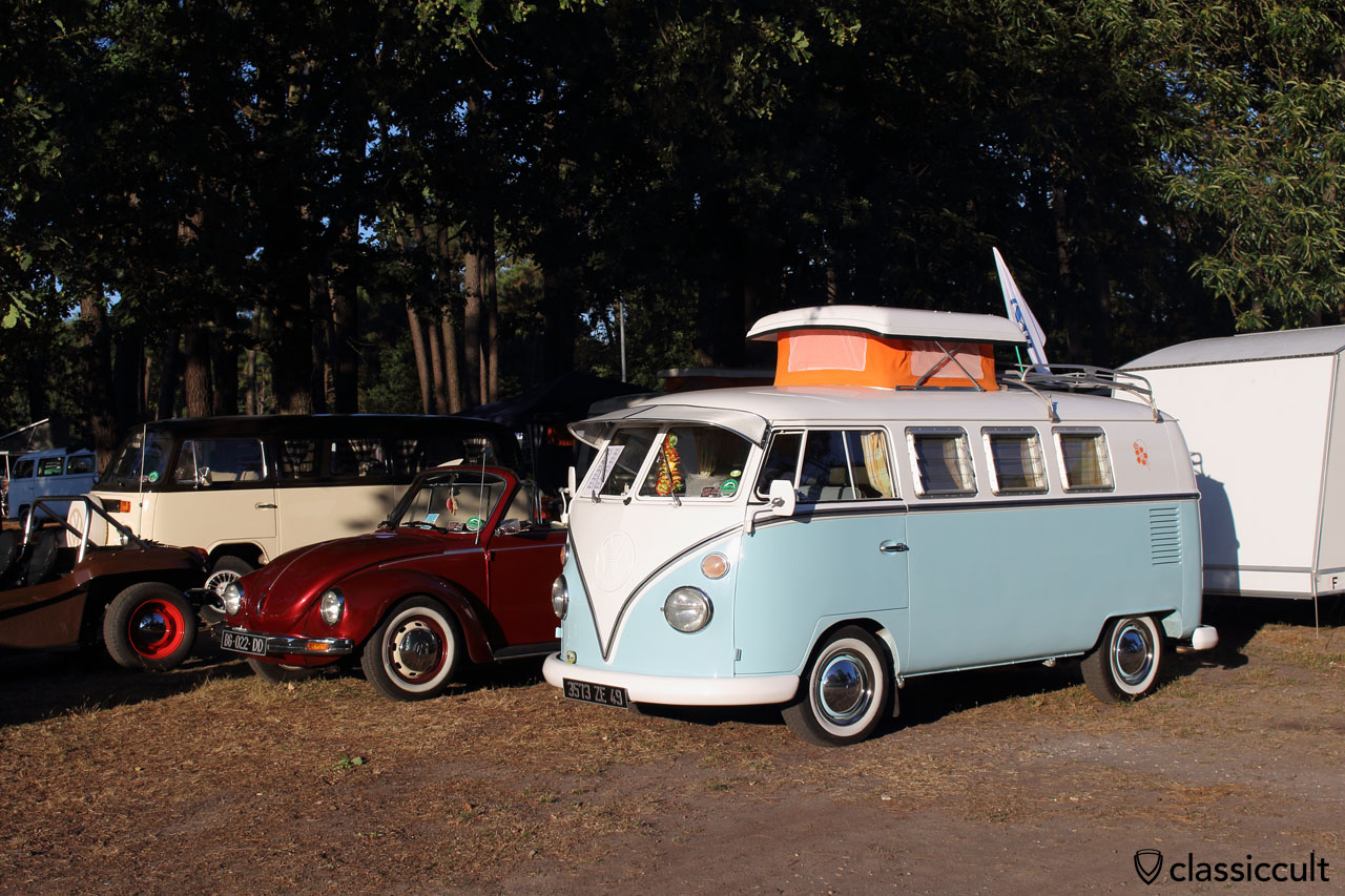 VW T1 Bus with exterior sunvisor