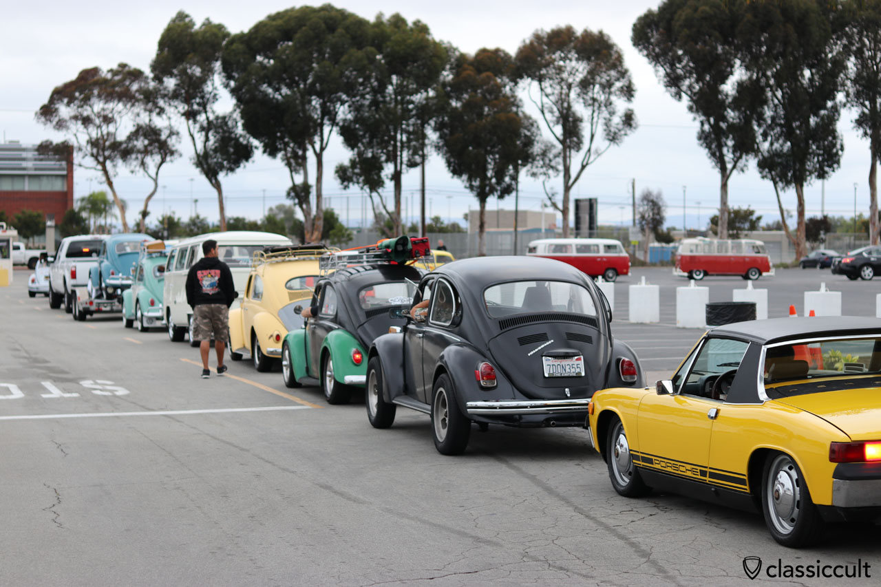 VW Fans waiting for open gates to go to The Classic VW Show 2016